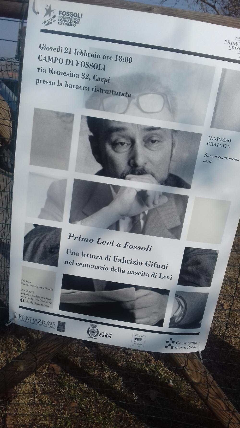 Manifesto affisso sul cancello del campo di Fossoli (2019)